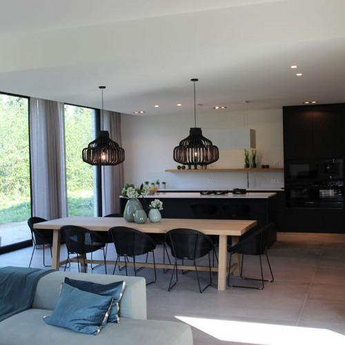 De kijkwoning van Livingwood houtskeletbouw in moderne hedendaagse stijl te Temse
