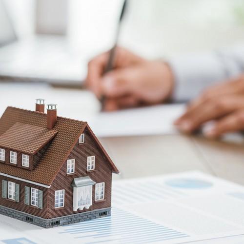 Na de renteverhoging van de ECB dringen maatregelen zich op om Belgisch vastgoed betaalbaar te houden volgens Century 21 Benelux.