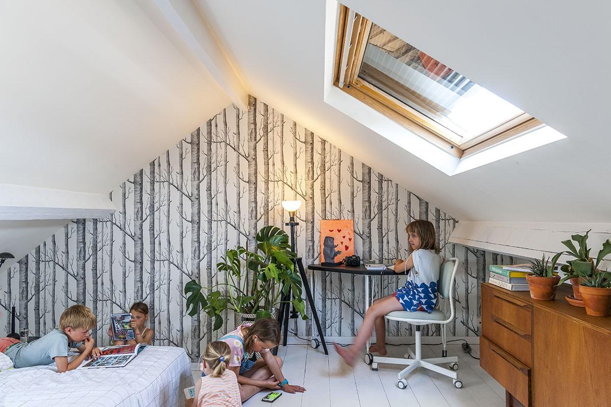 De Velux dakvensters met rolluik bieden bescherming tegen de warmte